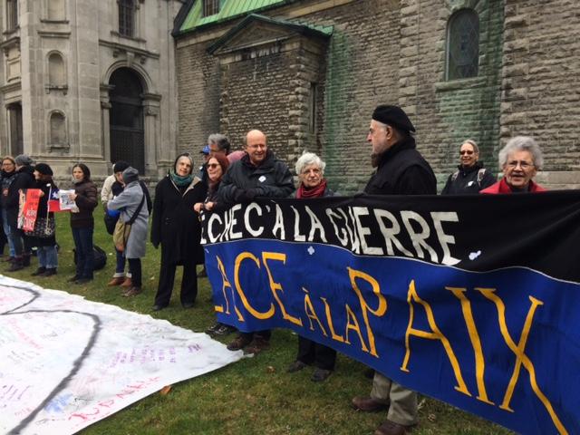 Vigile du Collectif Échec à la guerre le 11 novembre 2016. Crédit photo: Mercédez Roberge.